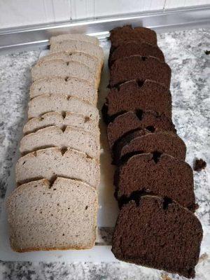 Panes de trigo sarraceno y algarroba de Sonia Serrano Mora